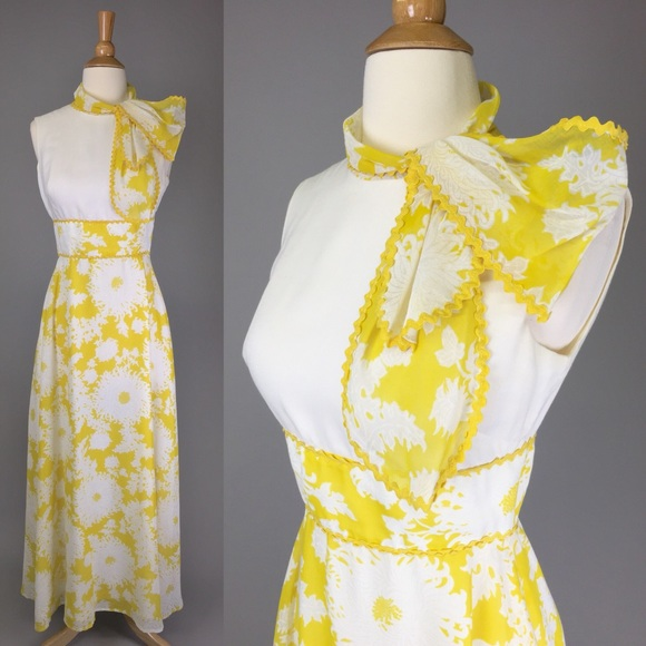 2531ed3541a 💛Vintage 70s Miss Elliette Yellow Floral Maxi